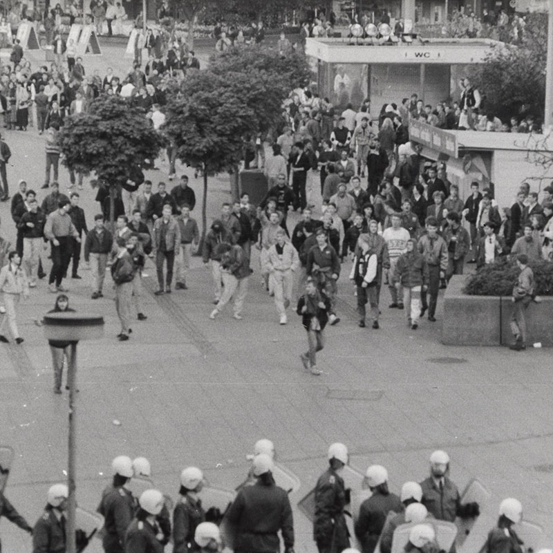 Fotos: Nazi-Hools randalieren auf dem Alexanderplatz
