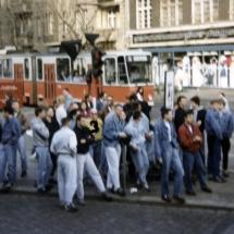 Frühjahr 1990: Nazi-Hools des BFC Dynamo, an der Kreuzung Ecke Schönhauser.