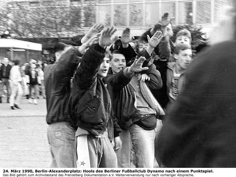Junge Faschisten und Naziskins